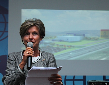 """Jotun is a company all Norwegians know"", Consul General Helle Klem said in her address."