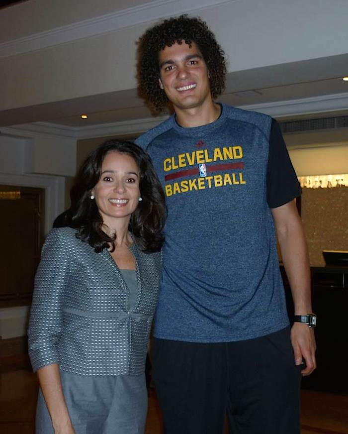 The event even had the presence of VIP guests from the NBA basketball team Cleveland Cavellars, who were staying at the hotel. Here Glorisabel Garrido with Anderson Varejão.